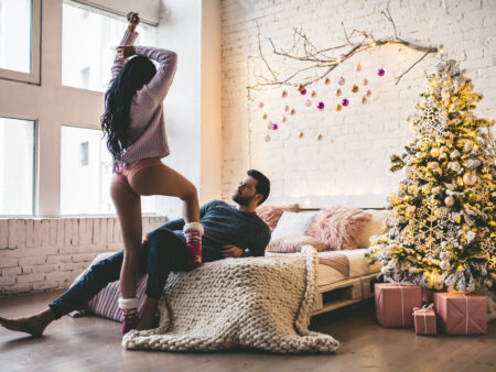 The Dos and Don'ts of Snagging a New Year's Date in the UK