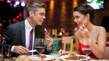 The Holiday Dating Mistakes to Avoid At All Costs